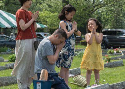 JMAS-Memorial-family-praying-at-grave-0631